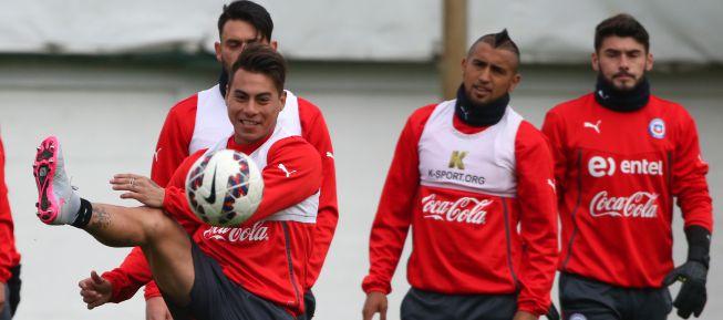 Eduardo Vargas recupera su lugar como titular ante México