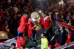 Chile celebra el título con una multitud en La Moneda