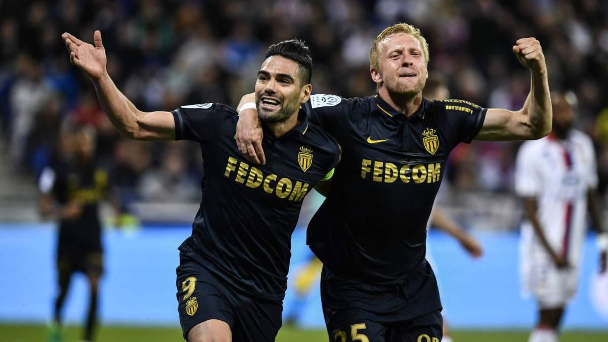 El Mónaco no falla en Lyon (1-2) y continúa líder
