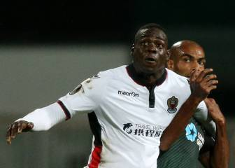 Sick Balotelli scores again for Nice, before nearly vomiting