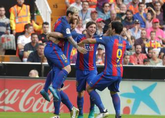 Last-minute Messi penalty gives Barça win in Mestalla thriller