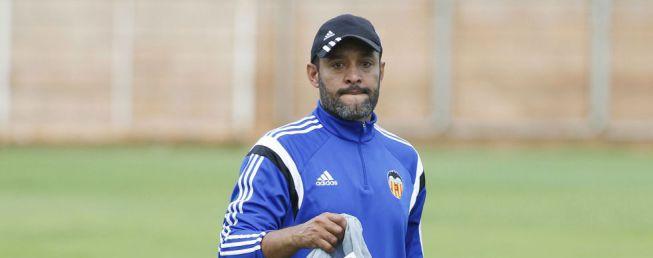 El Valencia puede fichar a Phil Neville para el staff de Nuno