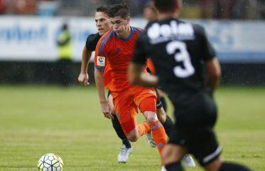 El Valencia golea al Wiener y Santi Mina se estrena