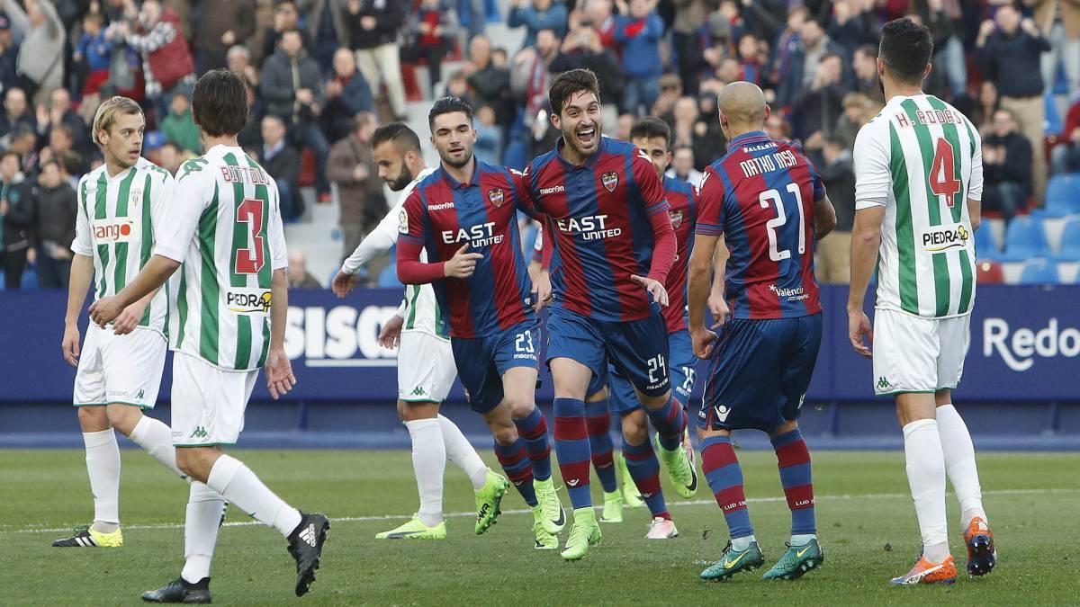 Levante con 17 y el Girona con 8 puntos de ventaja sobre el tercer clasificado se asientan en las plazas de ascenso directo.