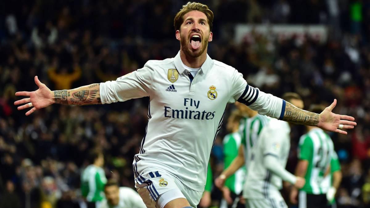 Ramos vuelve a salvar al Madrid que se coloca de nuevo líder tras el tropiezo del Barça en Coruña.