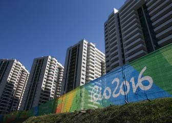 Río inaugura la Villa y oye las primeras quejas: 'Inhabitable'