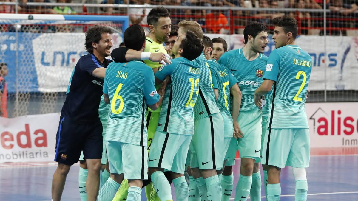 El primer asalto se la lleva el Barça en los penaltis