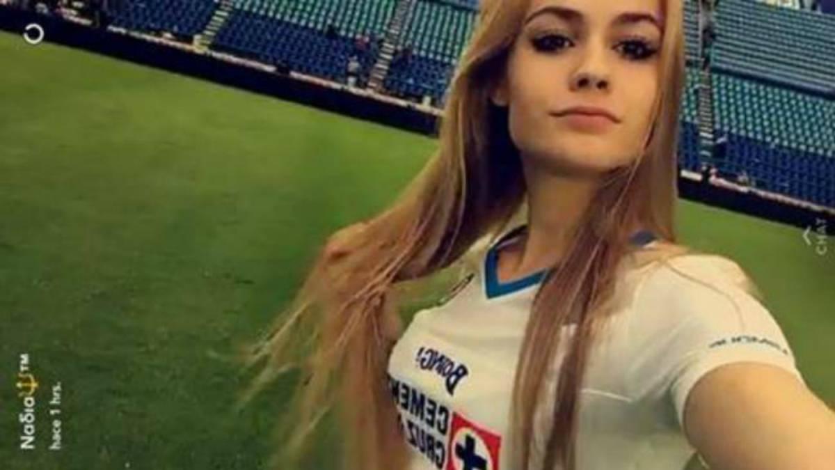 Hija de Paco Jémez apoya al Cruz Azul en el Estadio Azul ...