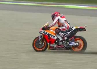 Increíble salvada de Márquez en el final de recta de Assen