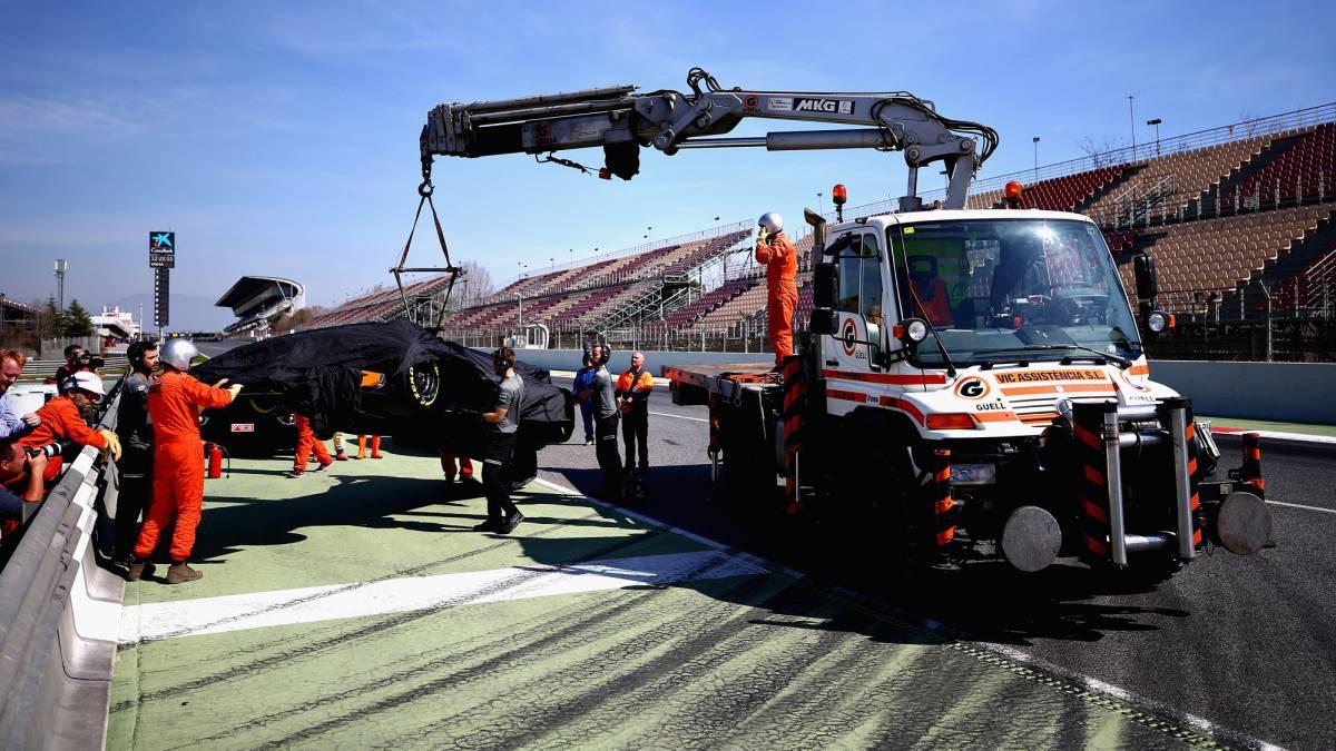 Resultado de imagen de McLarenHonda Test grua averiado