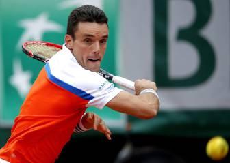 Suspensión en Roland Garros: Bautista gana el set a Djokovic