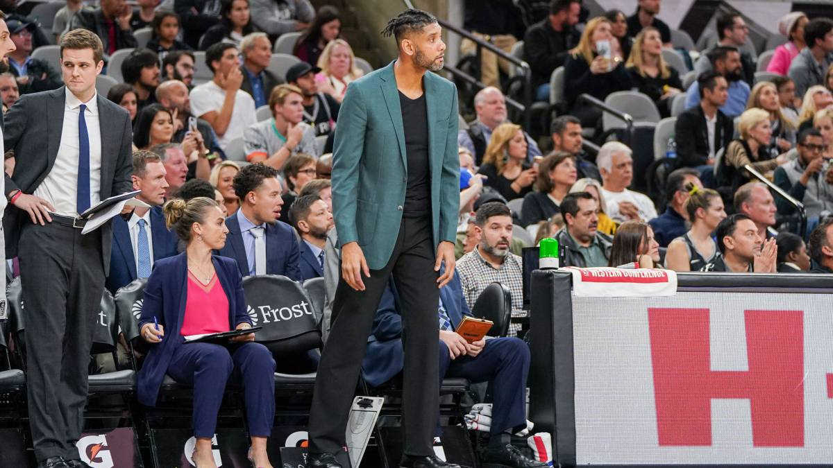 Spurs-don't-lift-their-heads-even-with-Tim-Duncan-as-coach
