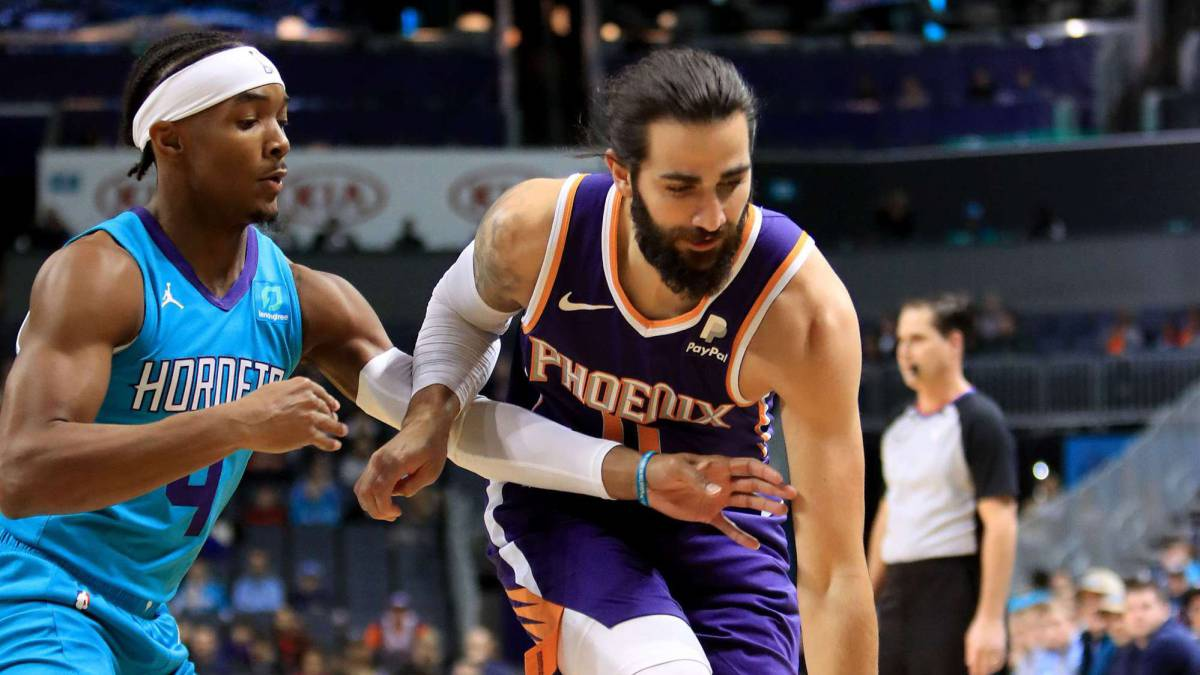The-Suns-leave-the-well-thanks-to-the-most-assistant-Ricky-Rubio-(13)