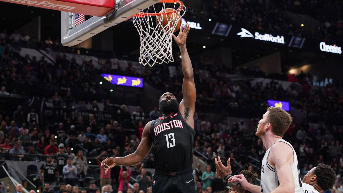 Scandal!-The-referees-don't-see-a-Harden-mate-and-the-Rockets-ask-for-victory
