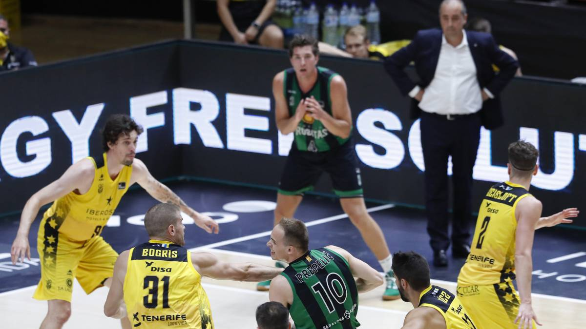 A-Tenerife-in-box-leaves-Joventut-without-options