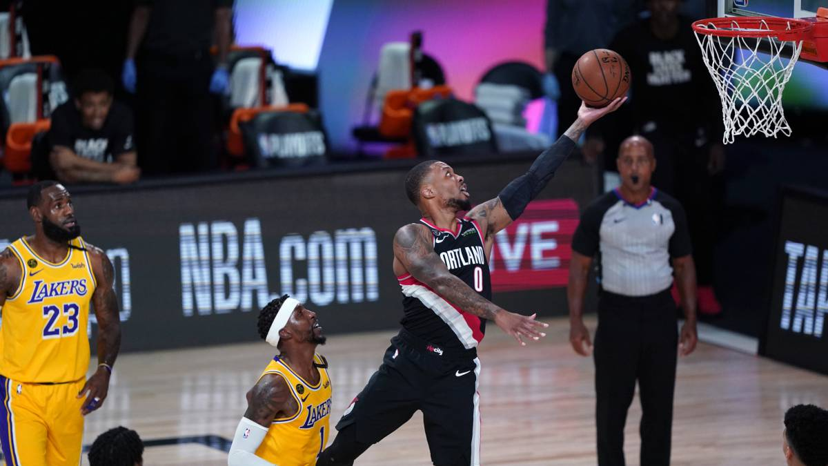 Lillard-and-his-Blazers-start-lecturing-the-Lakers