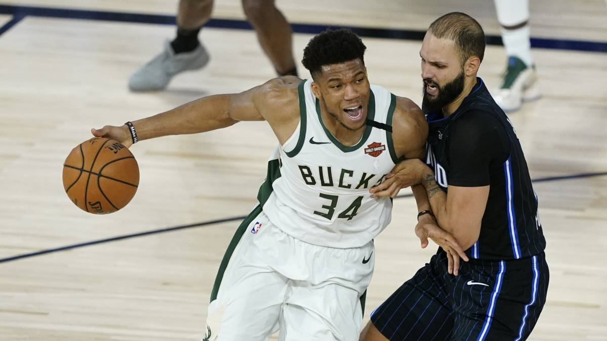 The-Bucks-show-themselves-in-the-fourth-quarter-and-caress-the-pass