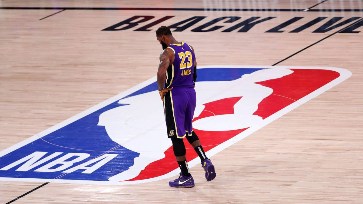 LeBron-disappears-and-Harden-walks-before-the-worst-Lakers
