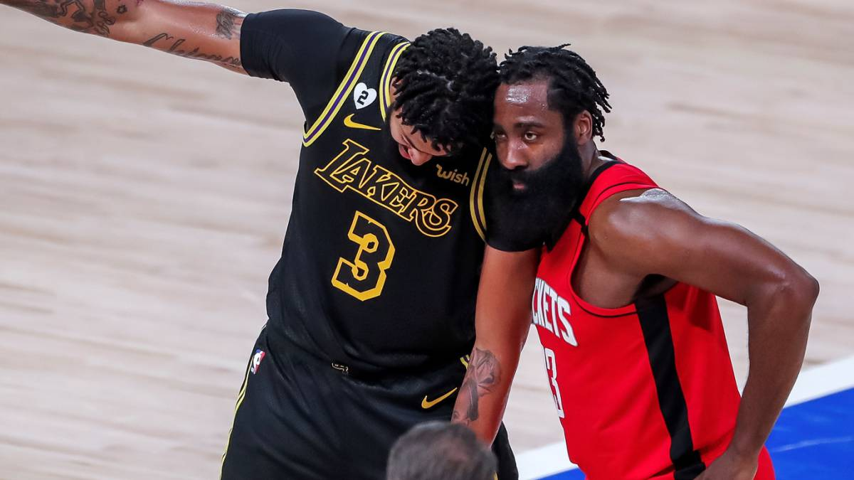 An-unattainable-ball-(and-victory)-for-the-Houston-Rockets