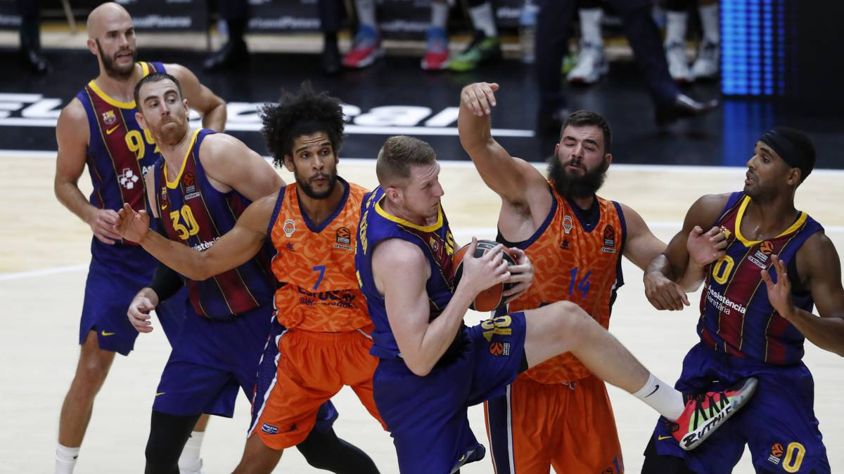 Smits-and-Calathes-stop-Valencia-in-Euroleague
