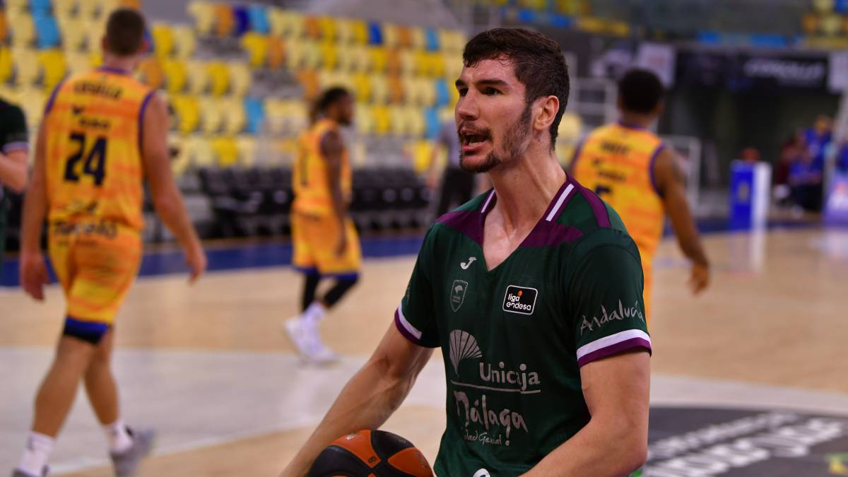 Unicaja-smiles-at-the-expense-of-a-depressed-Gran-Canaria
