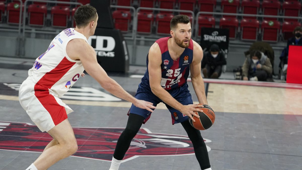 Baskonia-will-have-to-pay-8,000-euros-for-protests-in-the-match-against-CSKA