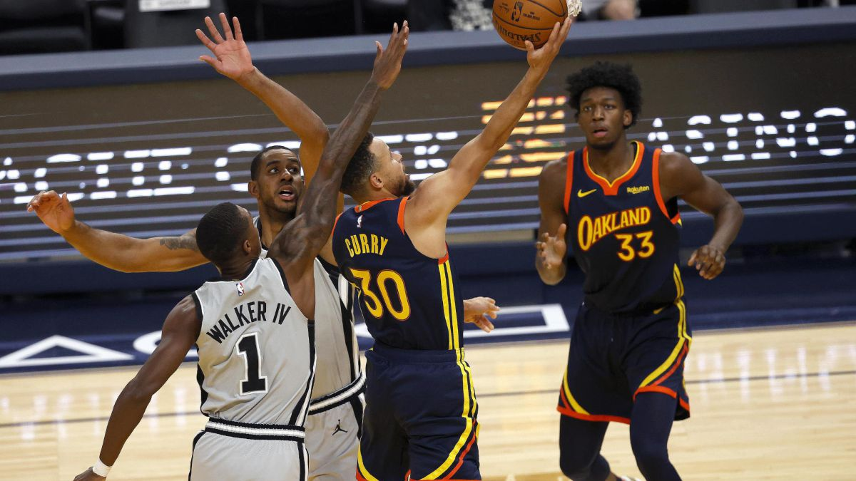 Watch-out-for-the-Warriors:-Curry-leads-a-beating-of-the-Spurs