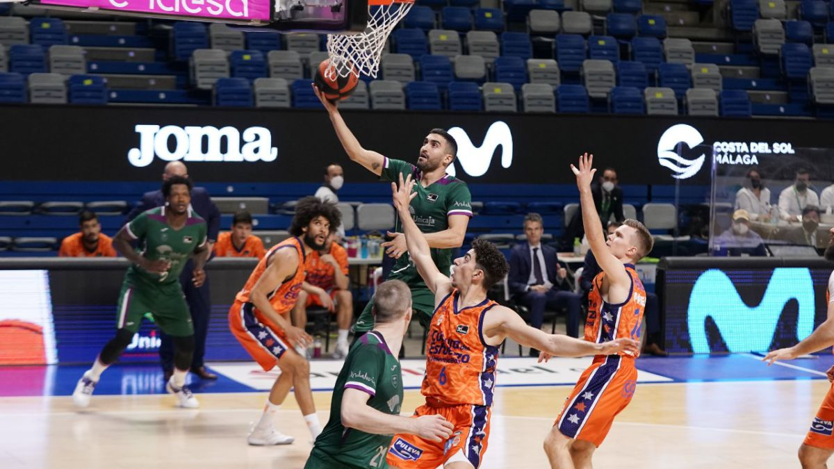 Valencia-also-punishes-a-Unicaja-who-does-not-give-for-more