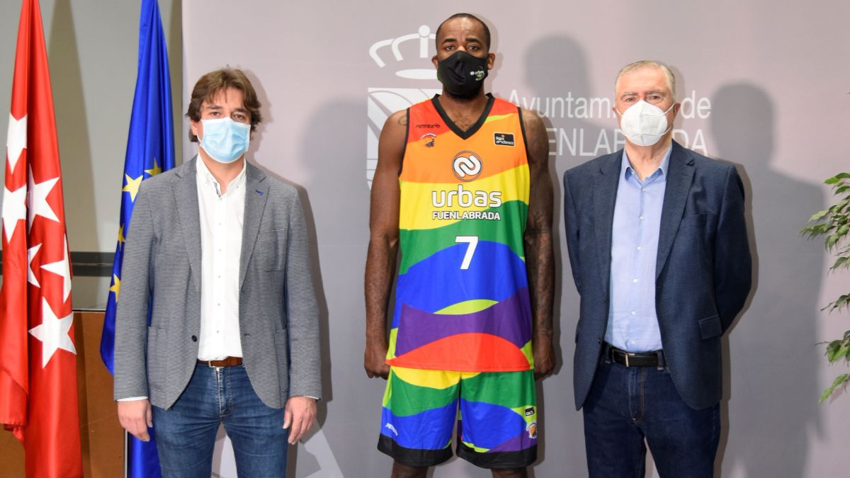 Fuenla-will-release-a-multicolored-uniform-against-homophobia