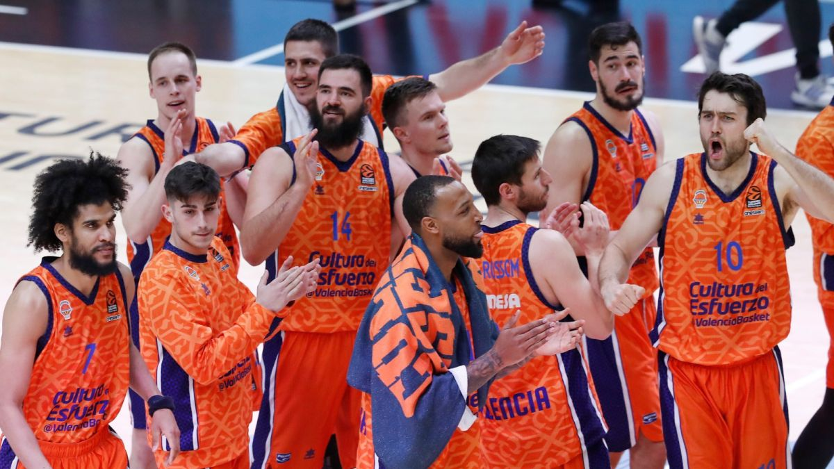 A-capital-Valencia-takes-down-Mike-James's-CSKA-Moscow