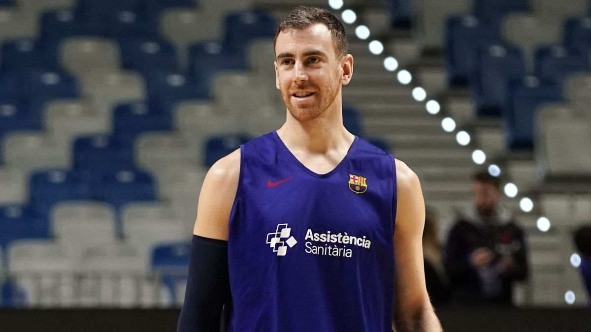 Víctor-Claver-exercises-with-the-team-four-months-later