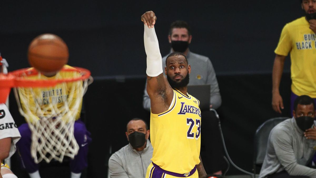 The-Lakers-subscribe-to-extra-time-and-there-LeBron-is-also-the-king