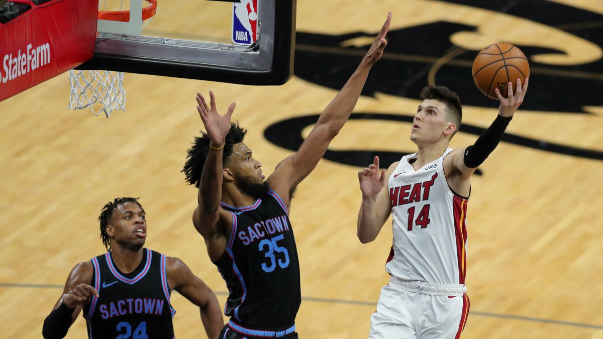 Tyler-Herro-gives-air-to-the-Heat