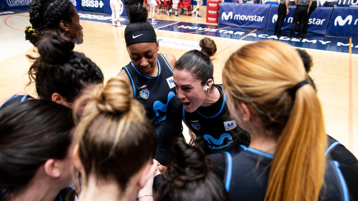 Movistar-Estudiantes-warm-up-for-the-Copa-de-la-Reina