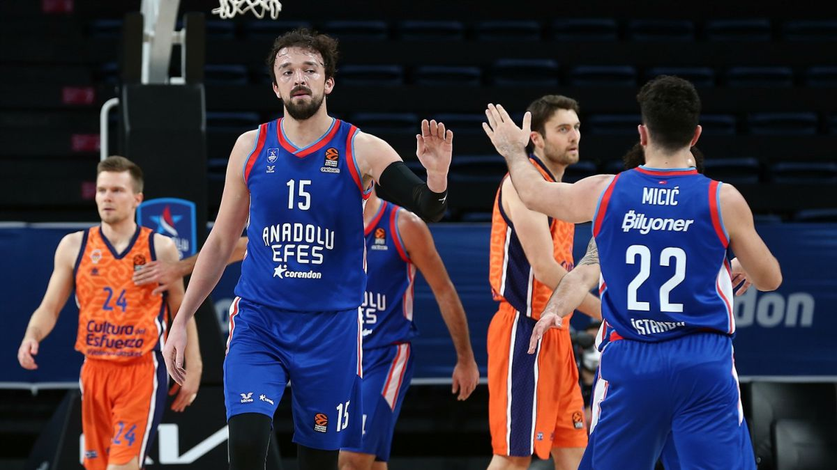 Too-much-Anadolu-Efes-for-so-little-Valencia-Basket