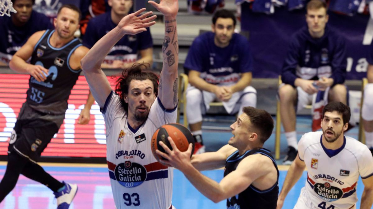 Obradoiro-dies-on-the-shore-after-tracing-16-points-to-Estudiantes