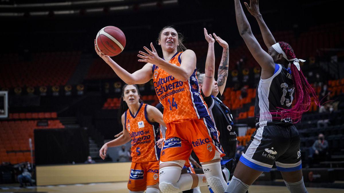 Valencia-Basket-resolves-against-IDK-in-the-last-quarter