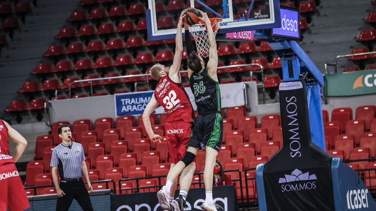 Joventut-takes-a-breath-before-the-game-against-Nanterre-92