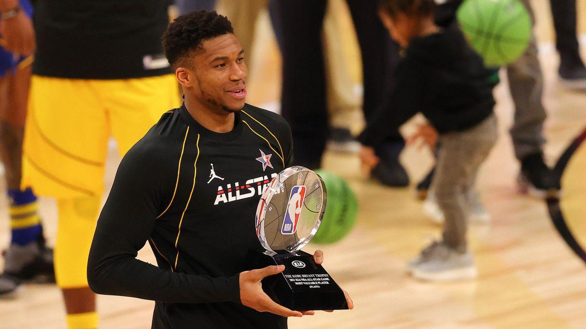 MVP-Giannis-Antetokounmpo-the-award-collector