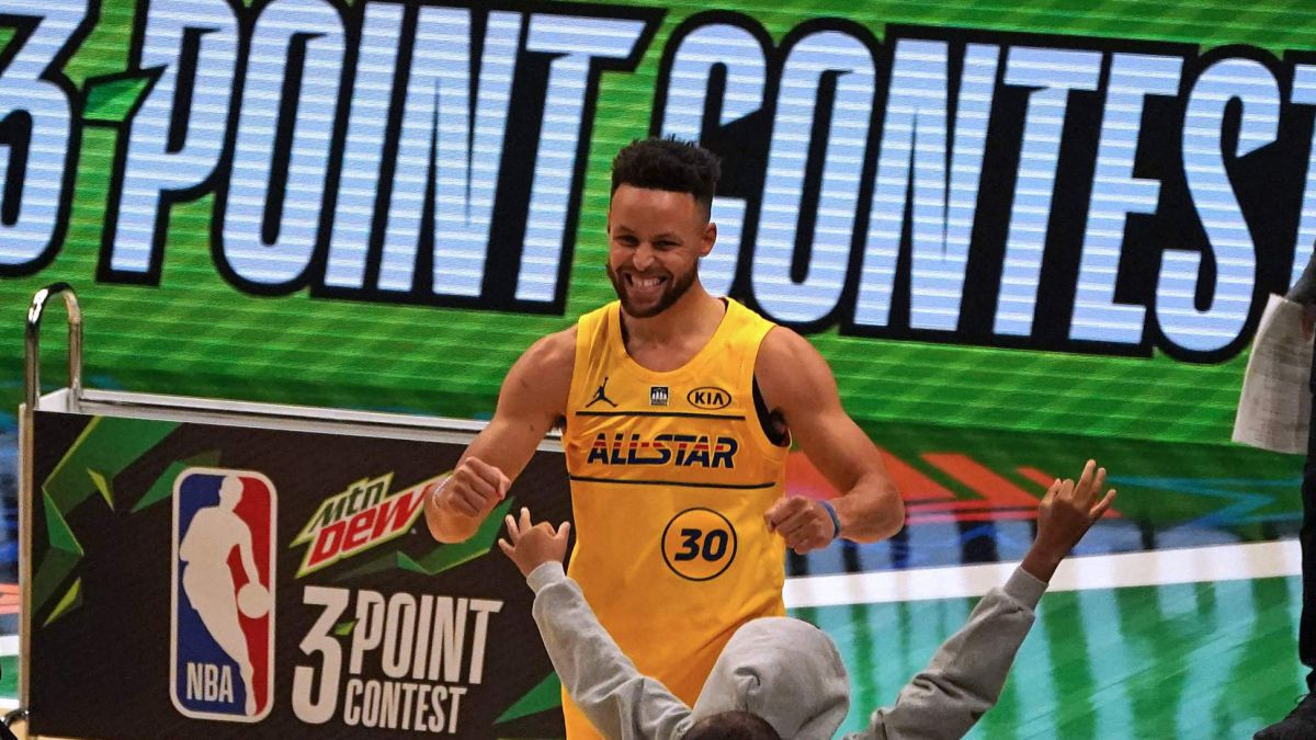 Curry's-display-in-the-3-point-contest-with-a-final-shot-only-possible-on-a-Martian