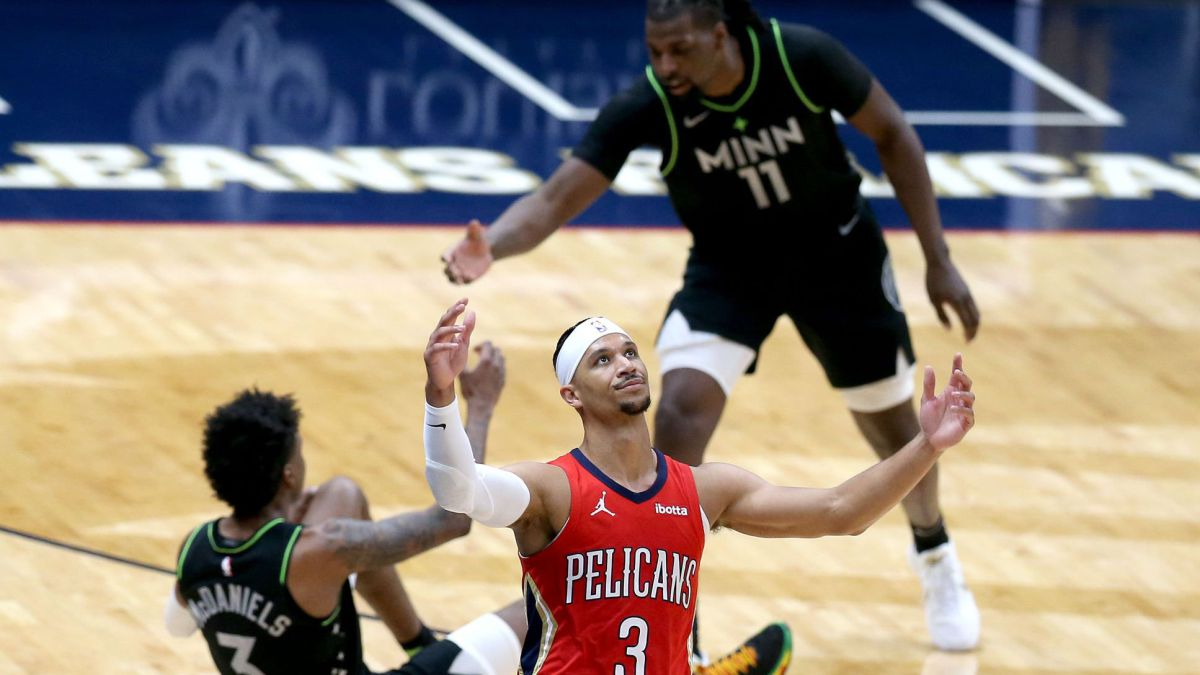 Wolves-feast-on-inanimate-Pelicans