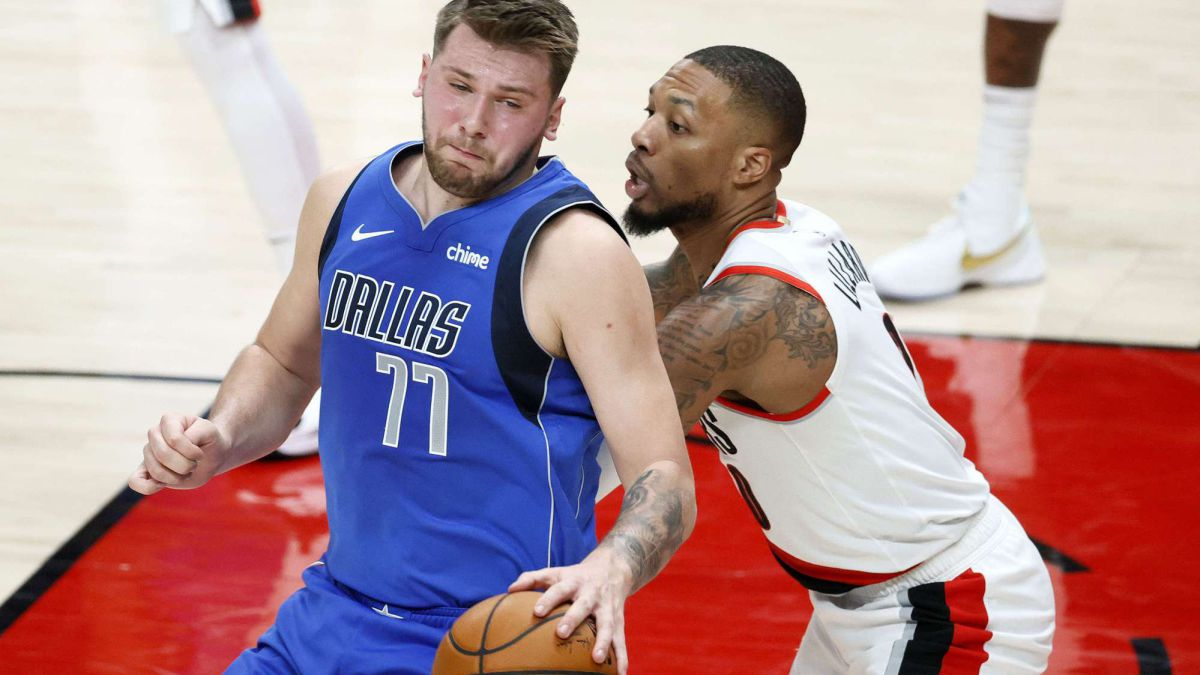 Doncic-(38-+-9-+-9)-is-very-alone-against-Lillard-and-McCollum