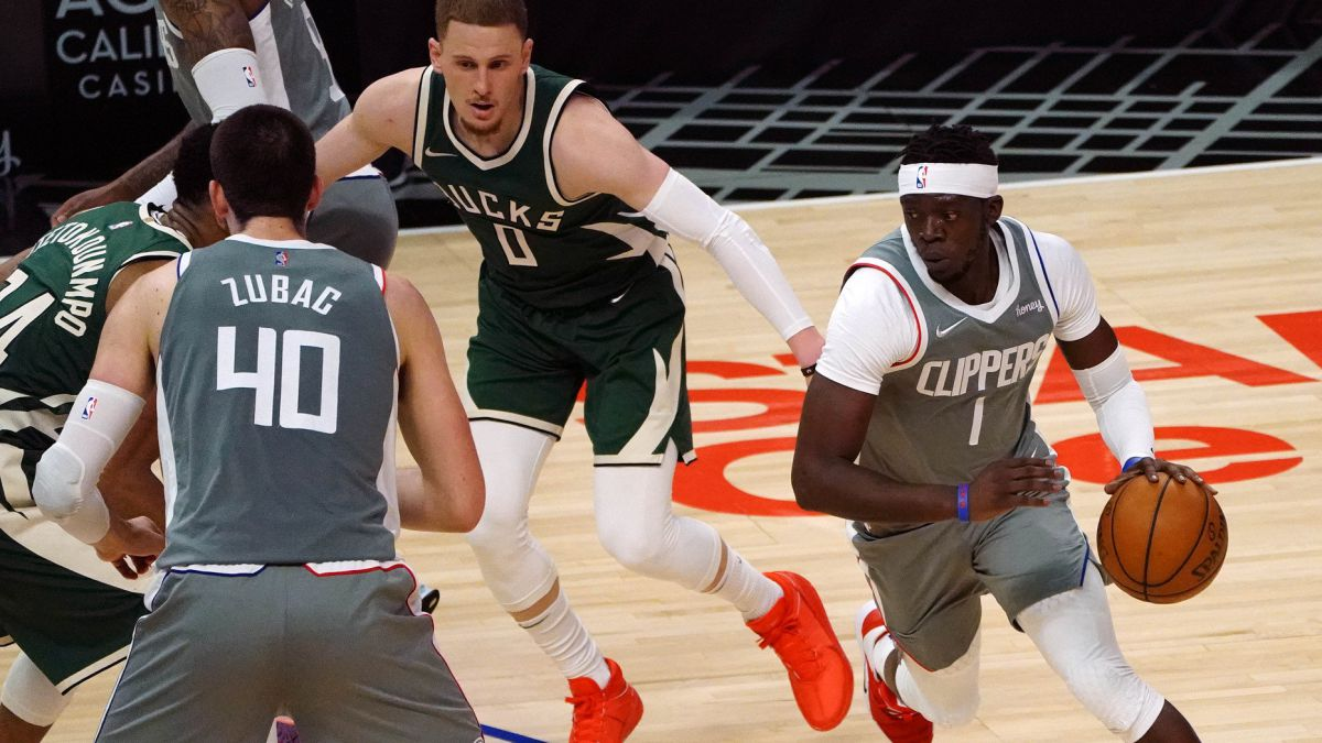 Jackson-and-Morris-defend-the-fort-against-Antetokounmpo