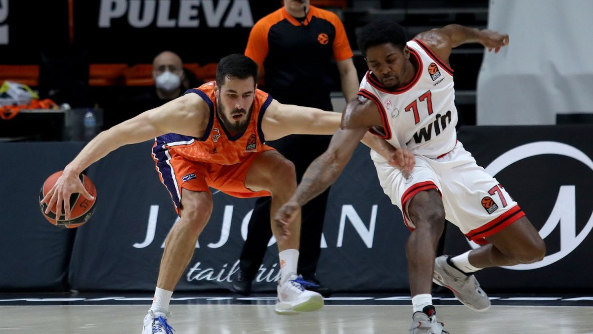 Valencia-wakes-up-very-late-and-relies-on-third-parties-again
