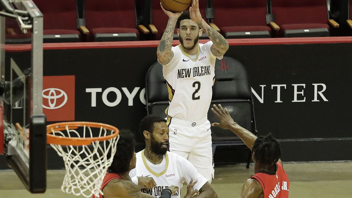 Lonzo-Ball-and-Willy-Hernangómez-see-a-ray-of-light-in-the-Pelicans