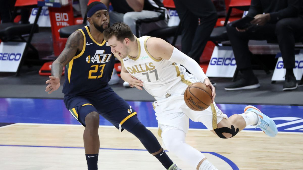 Western-leaders-kneel-to-an-imperial-Doncic