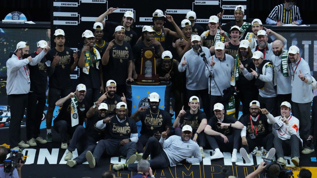 Surprise-in-the-final:-the-Bears-NCAA-champions