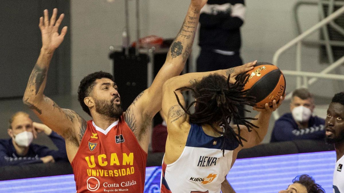 Davis-and-Taylor-50-points-between-them-lead-UCAM