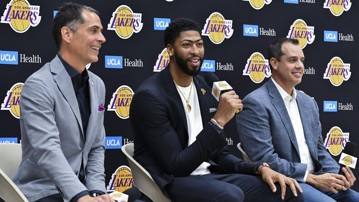 Scapegoat-at-Lakers-after-bad-season