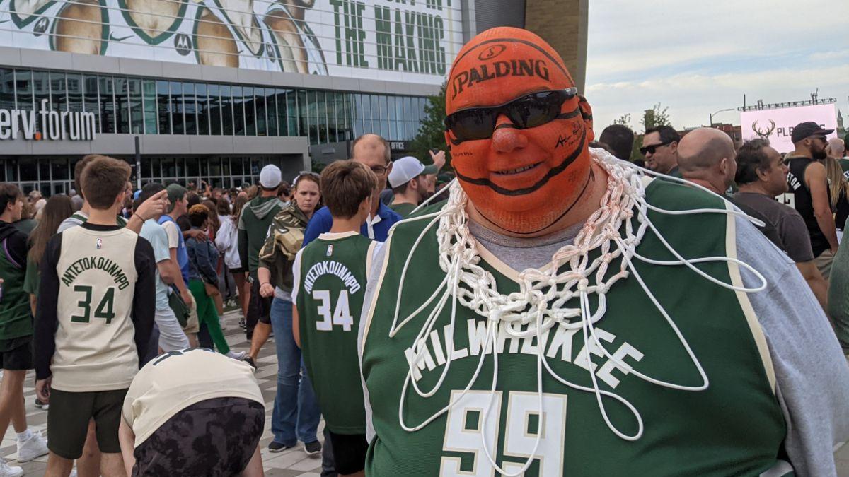 Madness-with-the-Antetokounmpo-Bucks-in-Milwaukee
